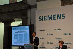 Joe Kaeser tijdens de analisten- en persconcerentie in het oude Berlijnse hoofdkantoor in 'Siemens-stad'