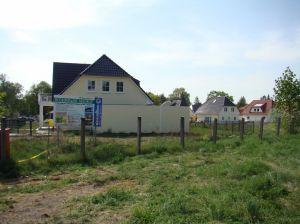 Overal langs de Muur schieten (vooral aan de vroegere DDR-zijde) nieuwe villa-wijken uit de grond