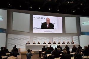 Volkswagen maakte tijdens de persconferentie bekend dat Winterkorn 2014 €15,9 mln verdiende