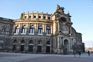 Terwijl de vreemdelingenhaat oplaait, proberen de stedelijke musea tegen te sturen