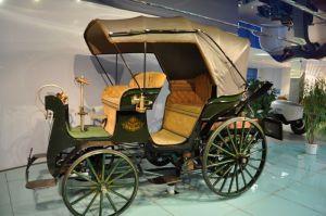 Een reproductie van de eerste Tatra uit 1897. Origineel staat in Praag