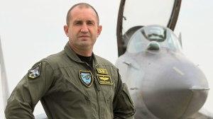 Luchtmacht-commandant Radev stapt zelf ook graag in een straaljager