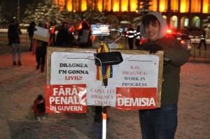 Een van de demonstranten die in februari de kou trotseert, Foto MK